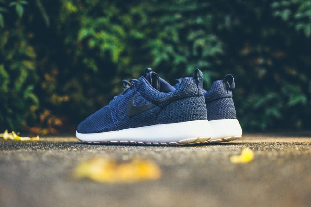 Nike Roshe Run Midnight Navy 1 1000x667