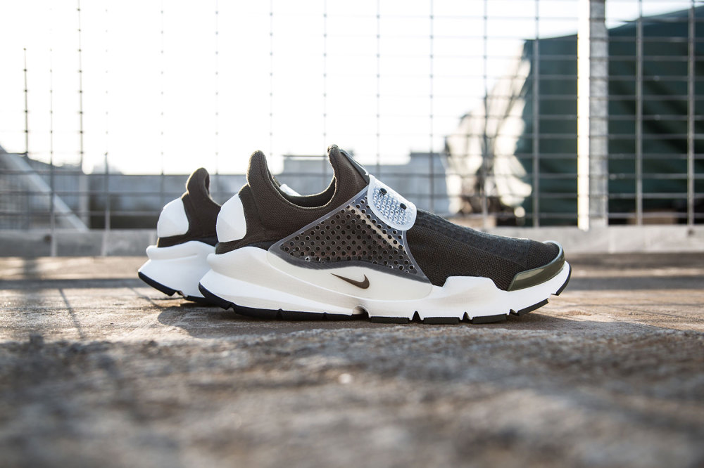fragment design x Nike Sock Dart Dark Loden 1 1000x666