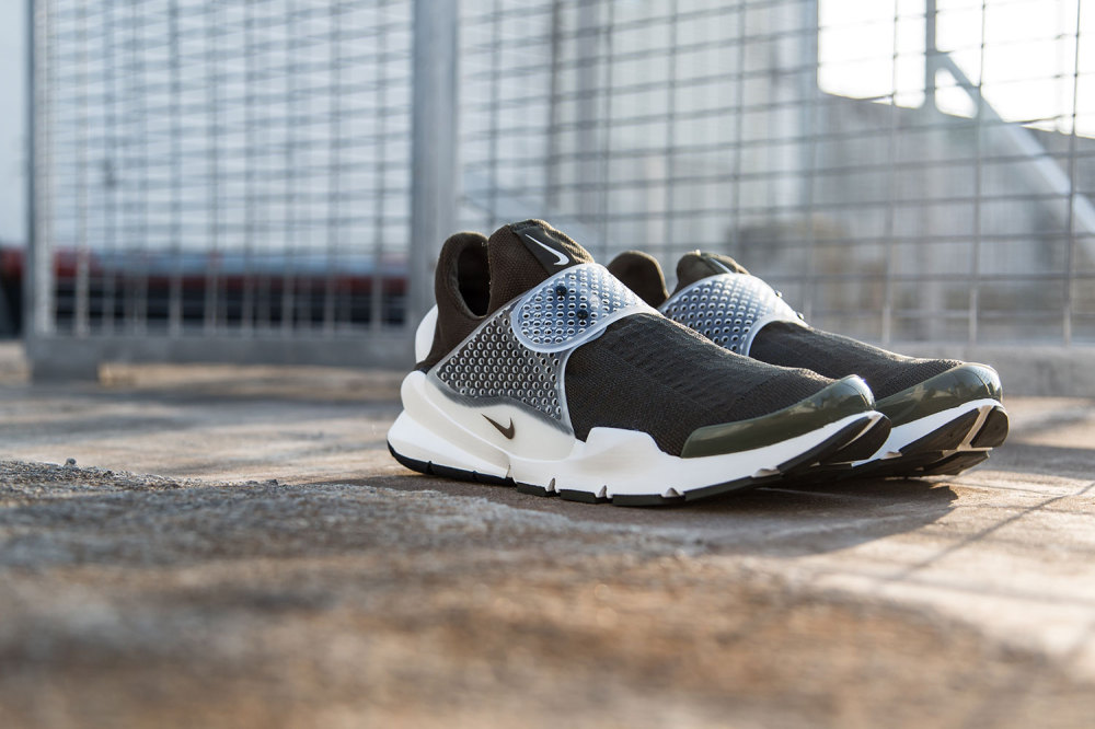 fragment design x Nike Sock Dart Dark Loden 7 1000x666