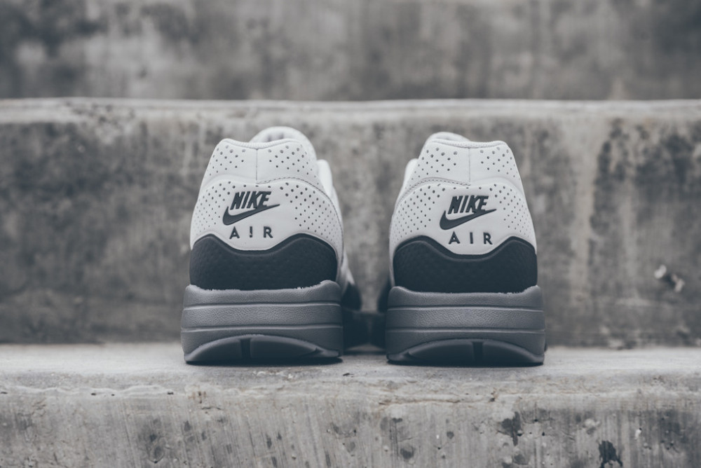 Nike Air Max 1 Ultra Moire Neutral Grey Dark Grey 4 1000x668