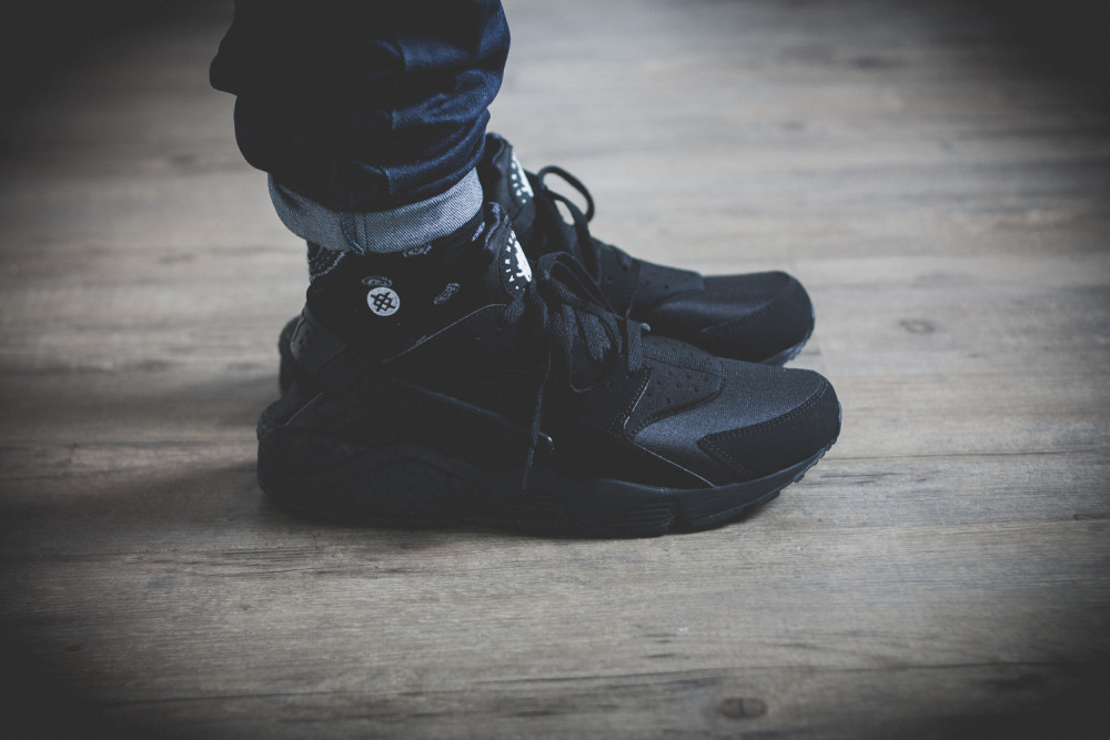 the latest 86486 1765d Nike Air Huarache Triple Black Review