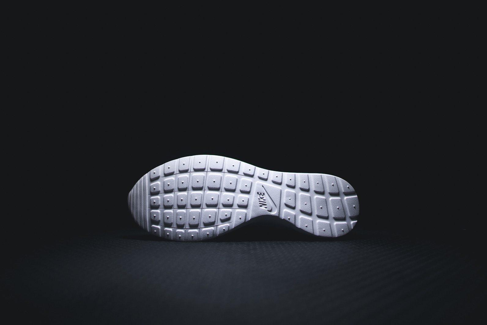 Nike Roshe Flyknit Black White Dark Grey 5