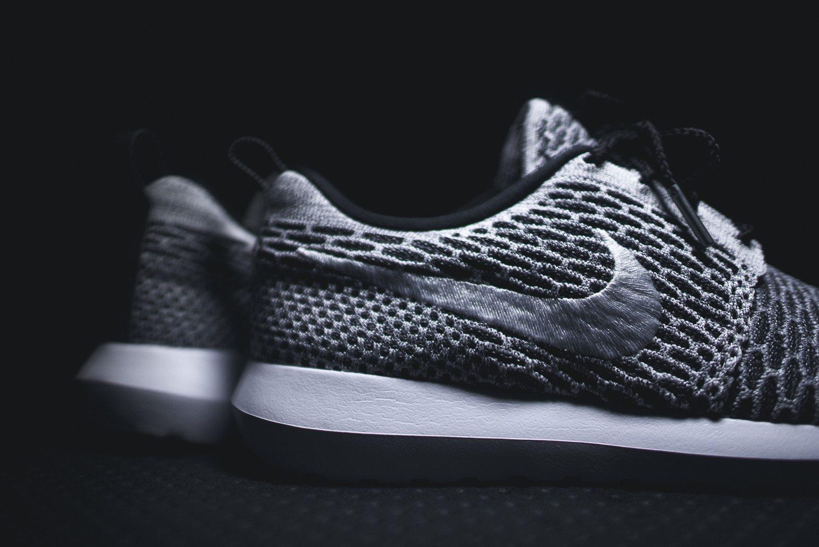 Nike Roshe Flyknit Black White Dark Grey 6