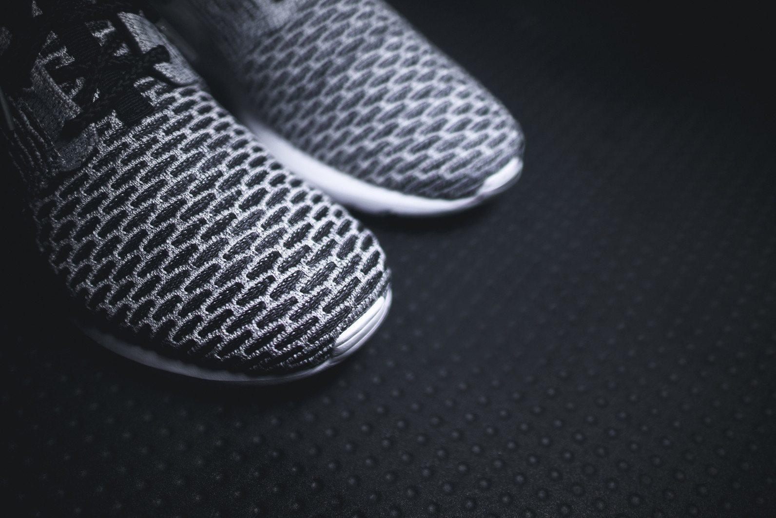 Nike Roshe Flyknit Black White Dark Grey 7