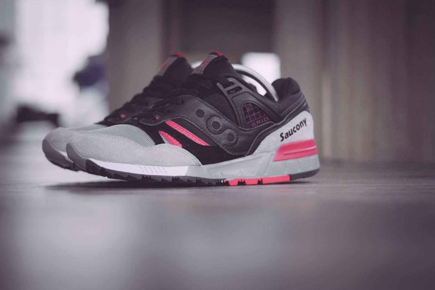 Saucony Originals Grid SD Black Grey Pink 2
