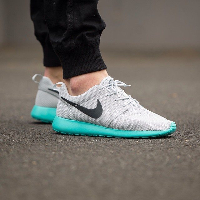 Nike Roshe One Pure Platinum