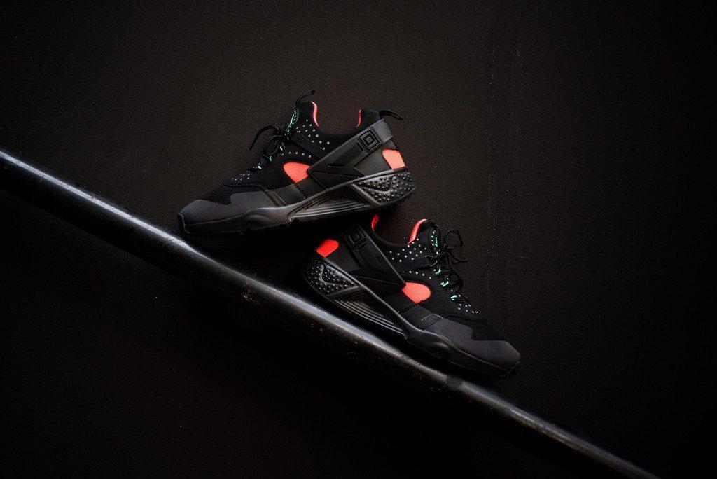 Nike Air Huarache Utility Black Bright Crimson 2