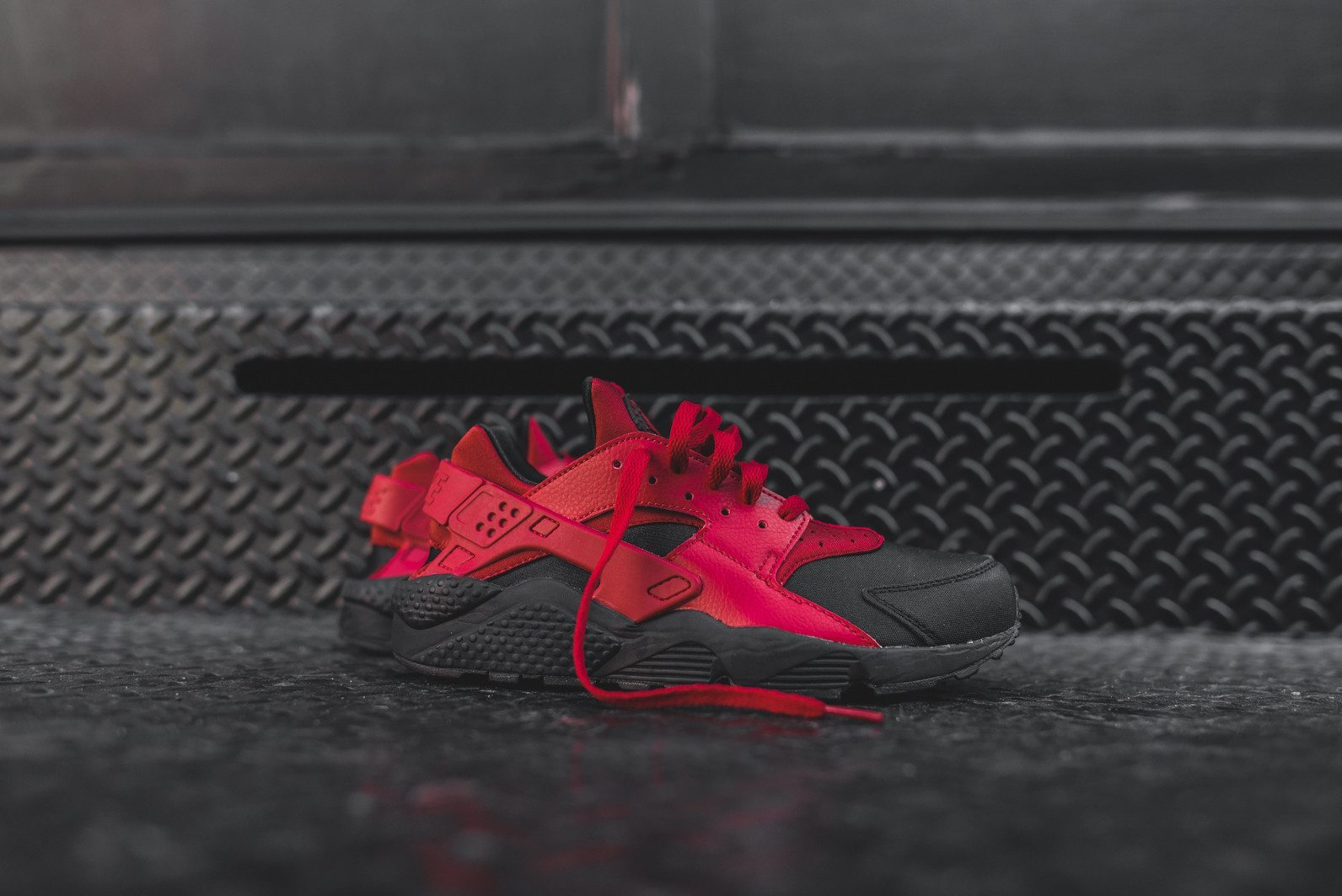 Nike Air Huarache Run PRM Black Gym Red 1