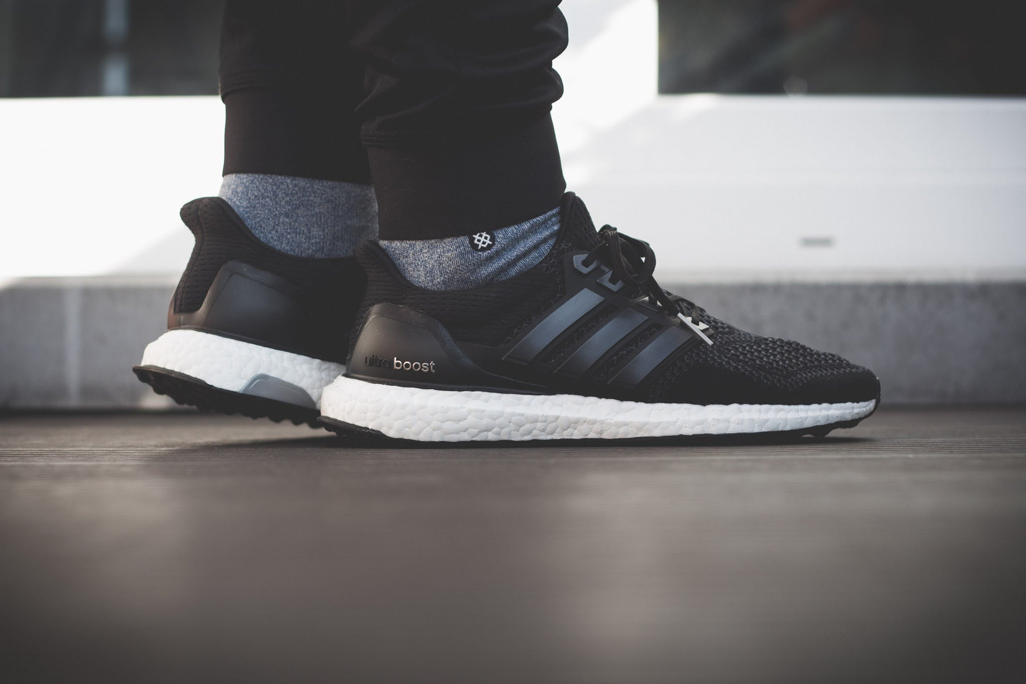 adidas ultra boost black white o