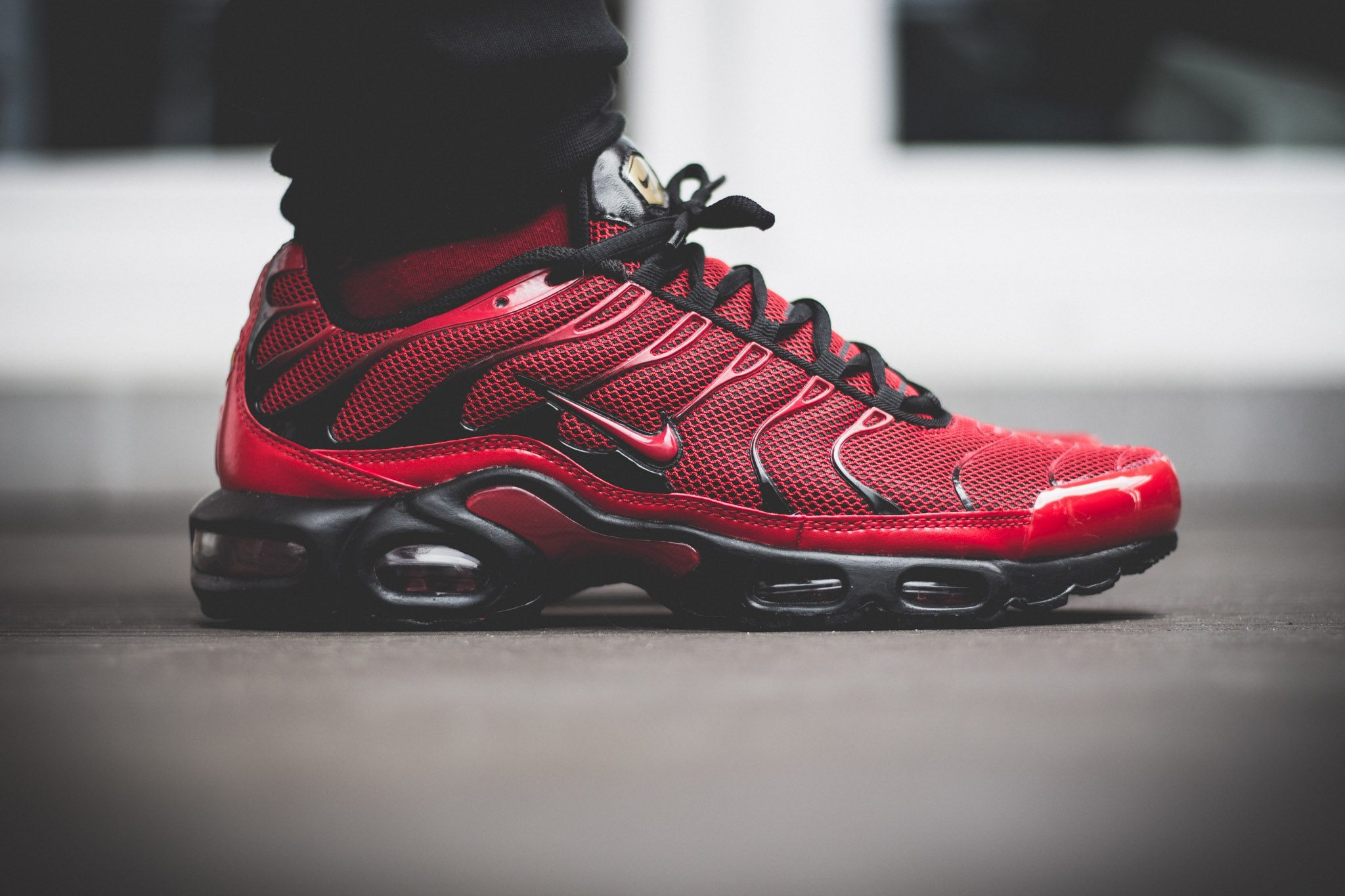 46ce2061ea46 ᐅ Nike Tuned 1 – Red On Feet