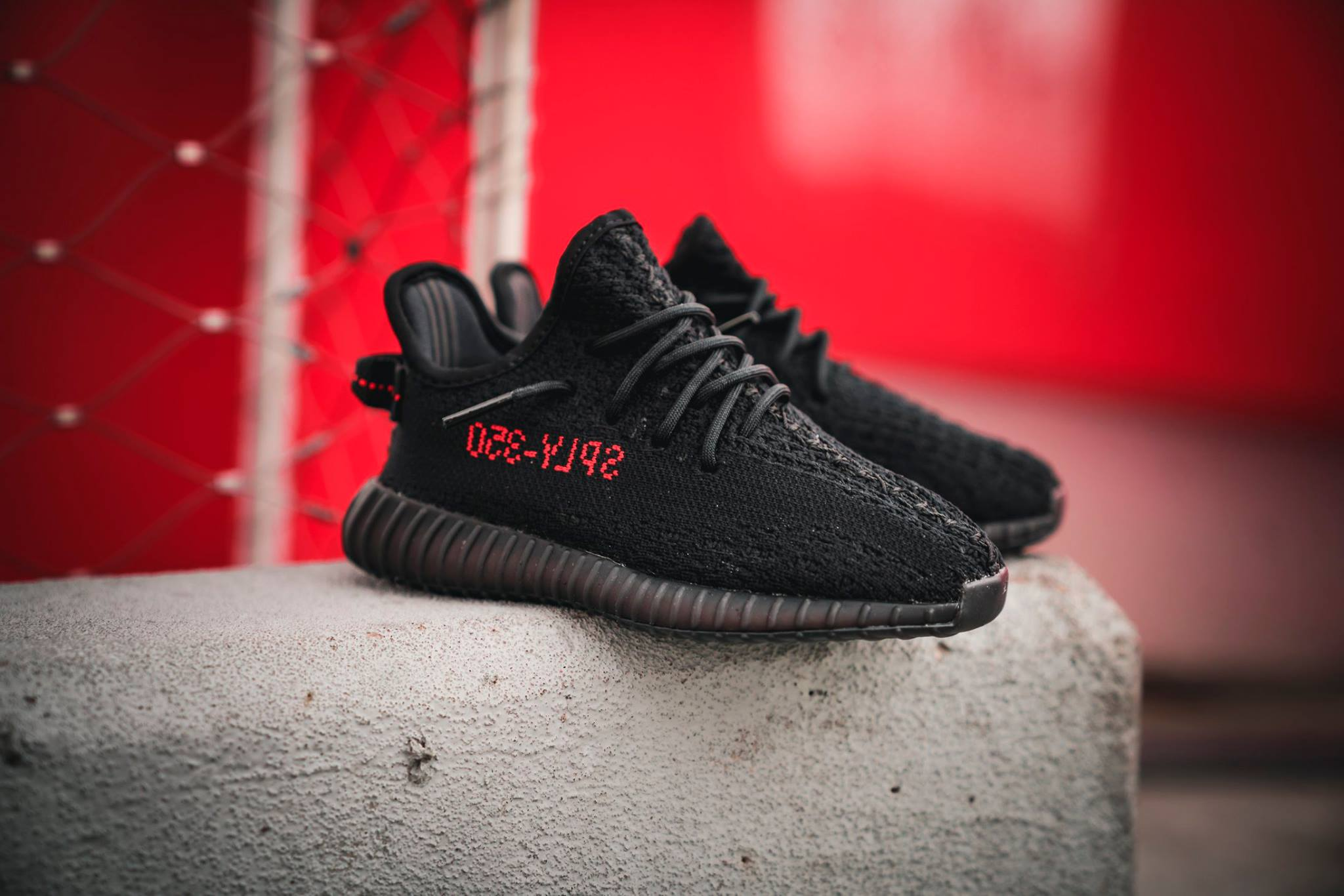 adidas YEEZY BOOST 350 V2 Core Black Red CP9652 1