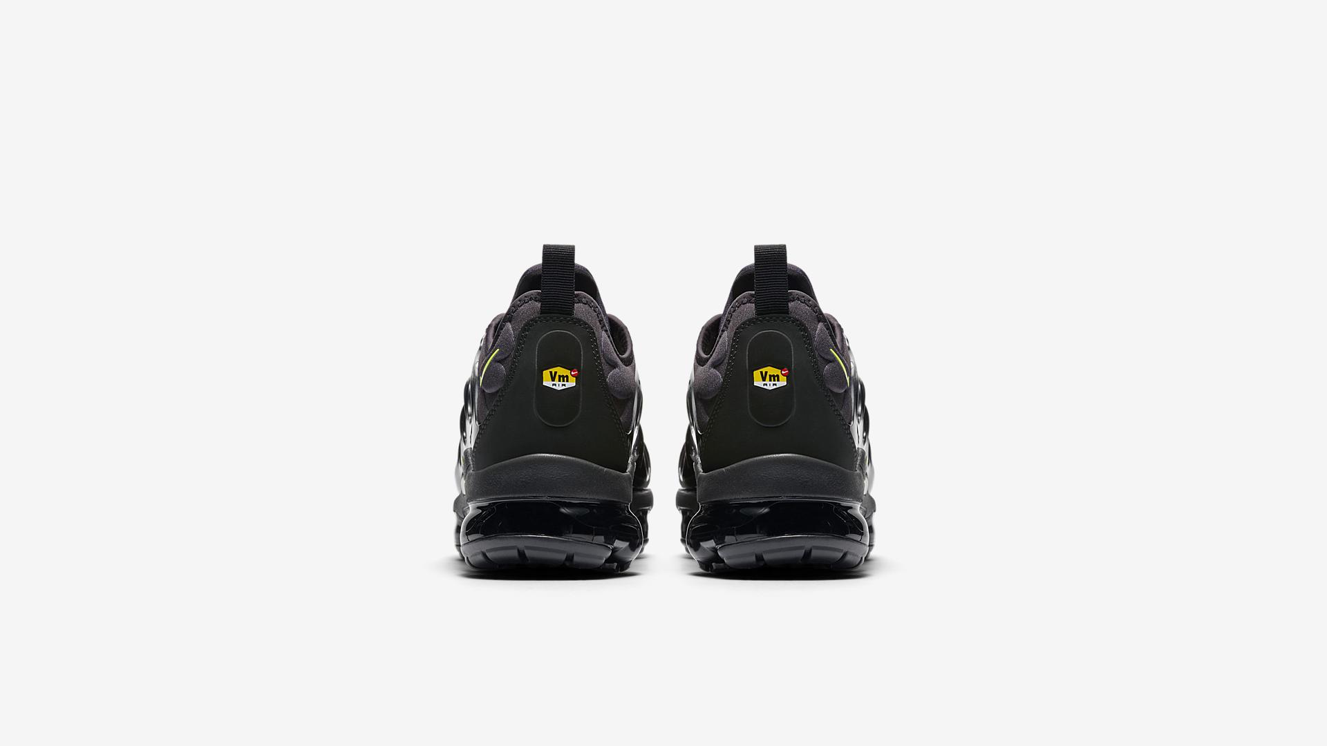 924453 009 Nike Air Vapormax Plus Black Volt 2